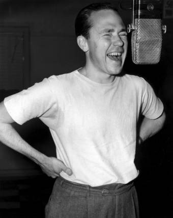 Johnny Mercer singing into microphone, 1944